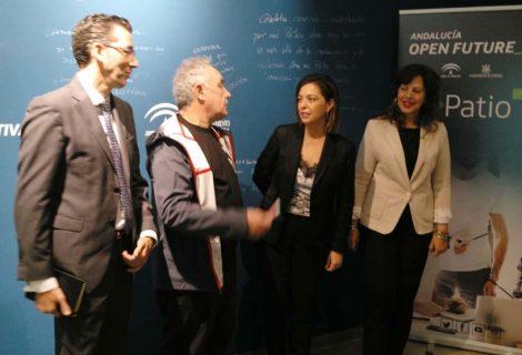 Ferran Adrià visita El Patio de Córdoba para conocer los proyectos alojados en el centro y hablar del binomio esfuerzo-innovación