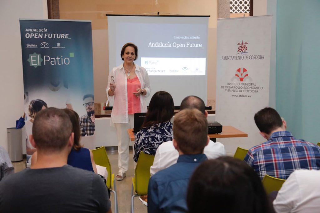 La presidenta del Imdeec, Blanca Torrent, destaca la apuesta municipal por la empresa y los autónomos