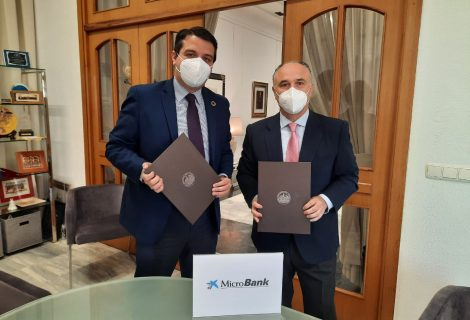 El IMDEEC y MicroBank firman un convenio de colaboración para fomentar el autoempleo y la actividad emprendedora