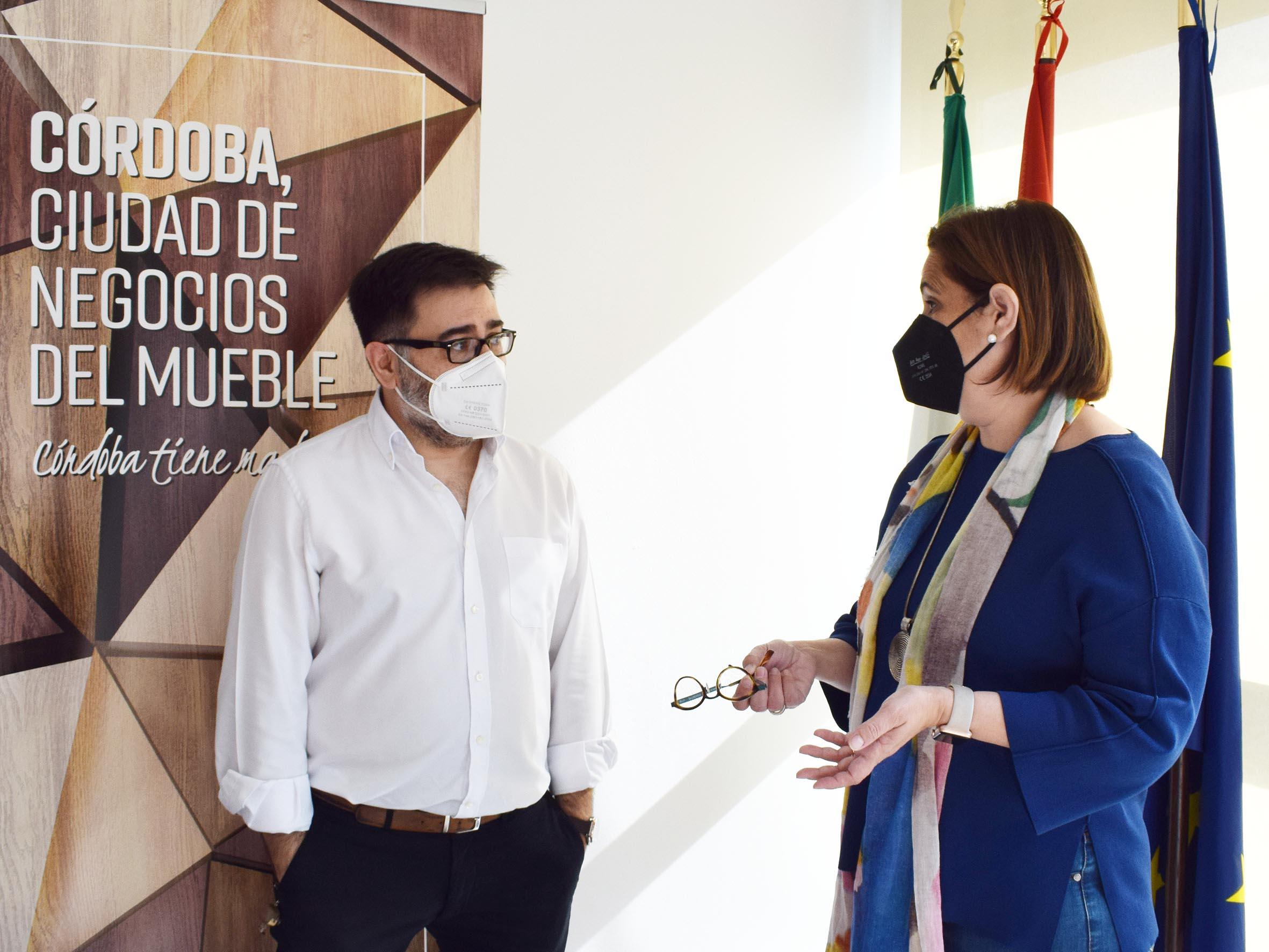 Empresas de la madera incorporan herramientas TIC a través de un proyecto de UNIEMA e IMDEEC